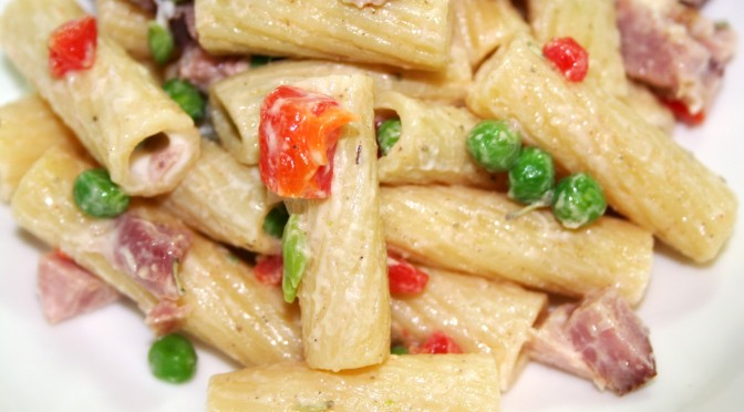Simple Pasta Salad with Roasted Peppers, Ham and Peas